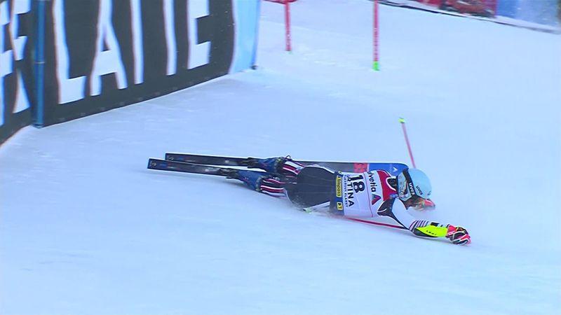 Aparatosa caída de Favrot nada más comenzar el eslalon gigante de Cortina d'Ampezzo