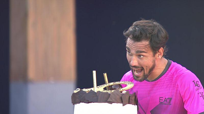 Фоньини получил на день рождения большой торт и милые объятия
