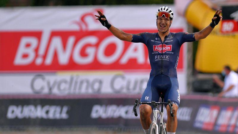 Heimsieg auf belgischem Schotter: Ausreißer Rickaert düpiert die Top-Teams