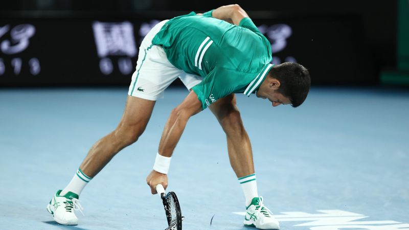 Feinstes Kleinholz: Djokovic rastet komplett aus und zerhackt Schläger