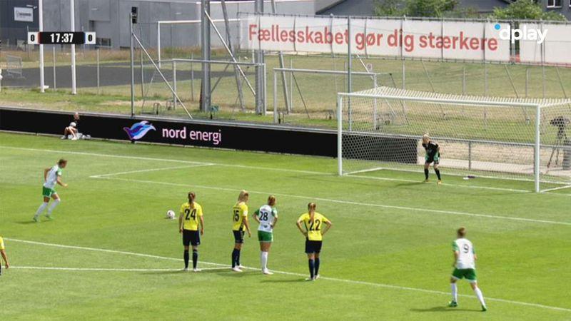 Det lugter af guld i Hjørring: Caroline Møller sparker Fortuna foran på straffespark