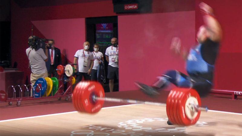 Das ging schief: Gewichtheber Orsag stürzt bei 235 Kilogramm