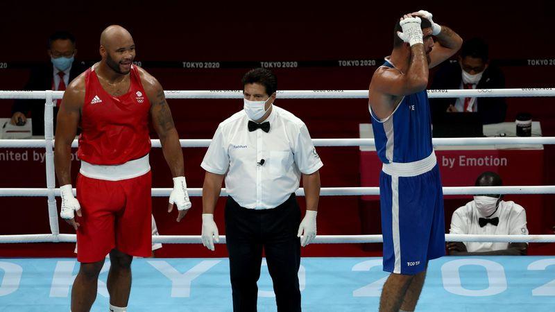 Boxeo | Patadas, cortes de manga, puñetazo a la cámara... ida de olla total de Mourad Aliev