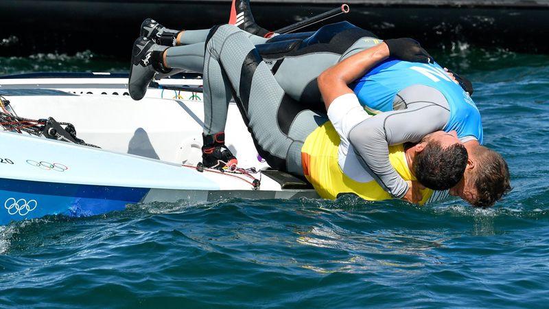 Akkora volt az öröm, hogy a vízben kötött ki az olimpiai bajnok és az ezüstérmes Berecz Zsombor
