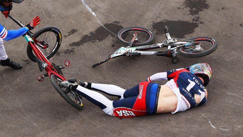 Brutal! Căzătură horror în competiția de BMX! Campionul en-titre, scos de pe traseu pe targă
