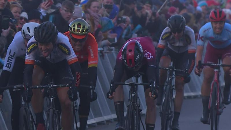 Alexander Kamp si aggiudica la terza frazione, beffato Van Avermaet