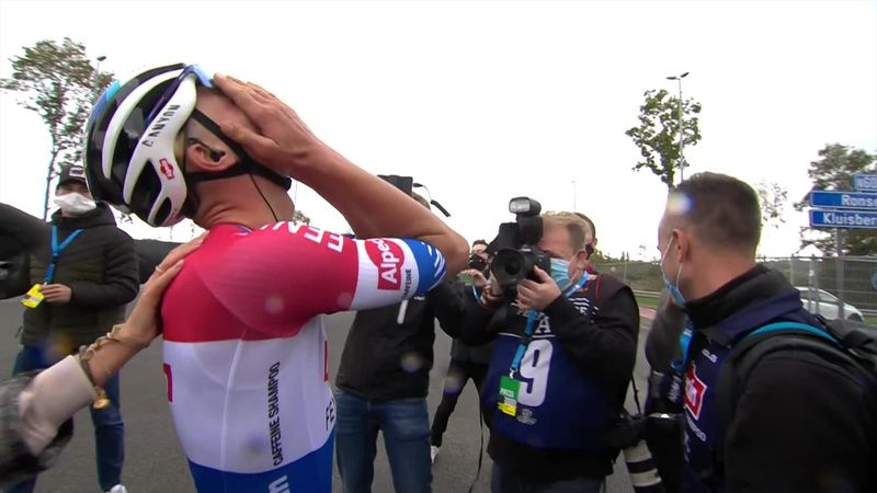 Ronde van Vlaanderen | Mathieu van der Poel wint na ultiem duel met Wout van Aert
