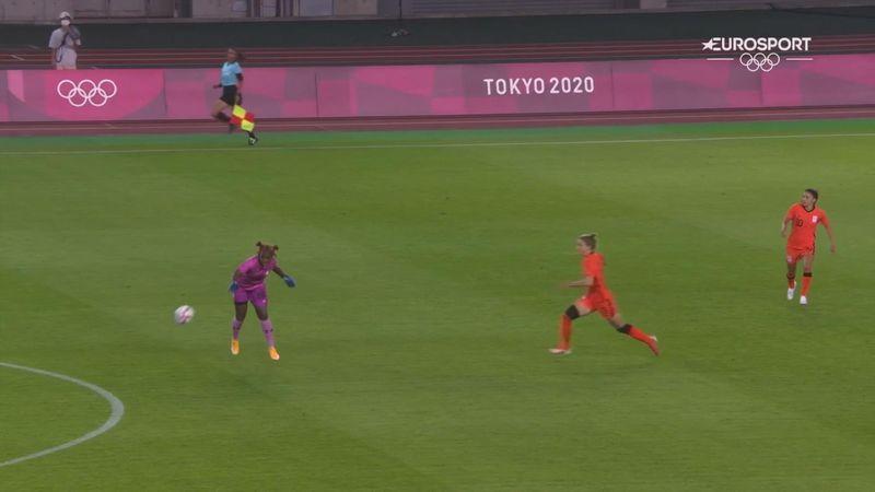 Fútbol femenino: El terrible error de la portera de Zambia ante Países Bajos