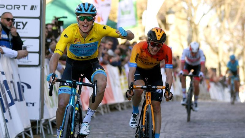 Ronde van Andalusië | Jakob Fuglsang lachende derde na fout Teuns en Haig