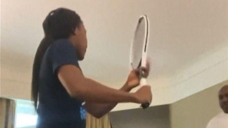 Coco Gauff entrena al máximo: ¡a derechazo limpio contra cortinas y colchón!