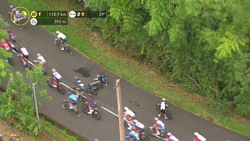 Велосипедисты не поделили дорогу и распластались на асфальте