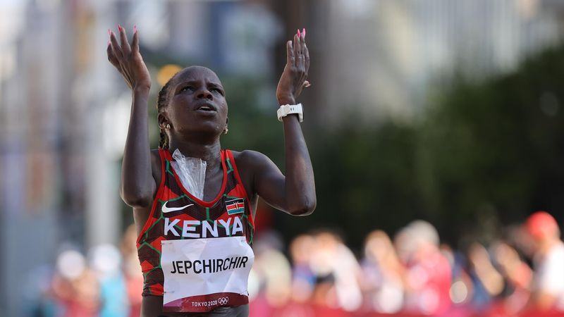 'The world record holder had no answer!' - Jepchirchir leads home Kenyan one-two in marathon