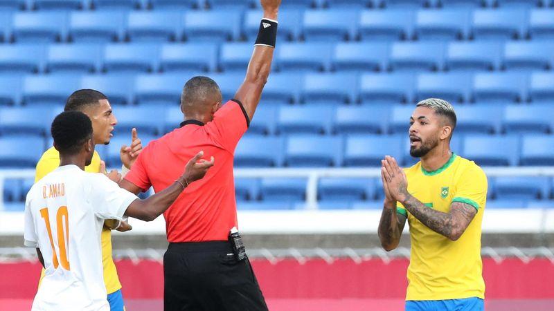 Fútbol   ¡La expulsión más polémica del año! Luiz vio la roja por esto