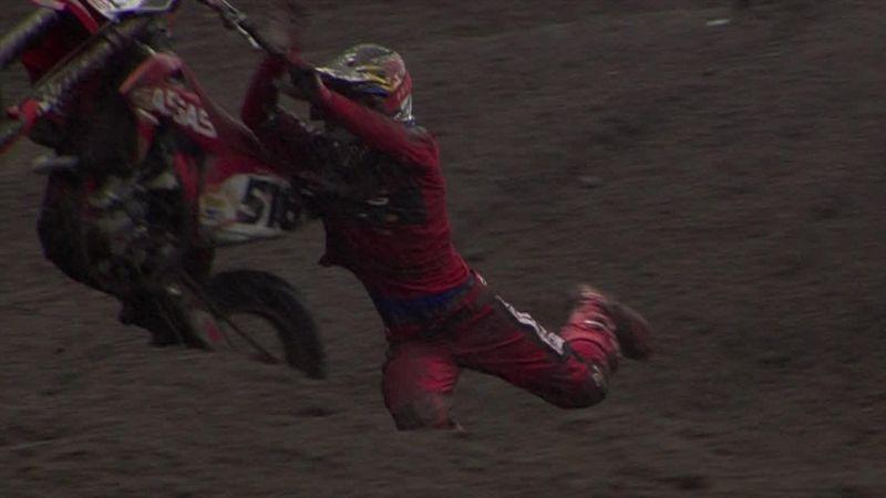 ¿Motocross o rodeo? El espectacular intento de Längenfelder por mantenerse en la moto