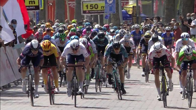 Ronde van Turkije | Jasper Philipsen wint massasprint in Marmaris