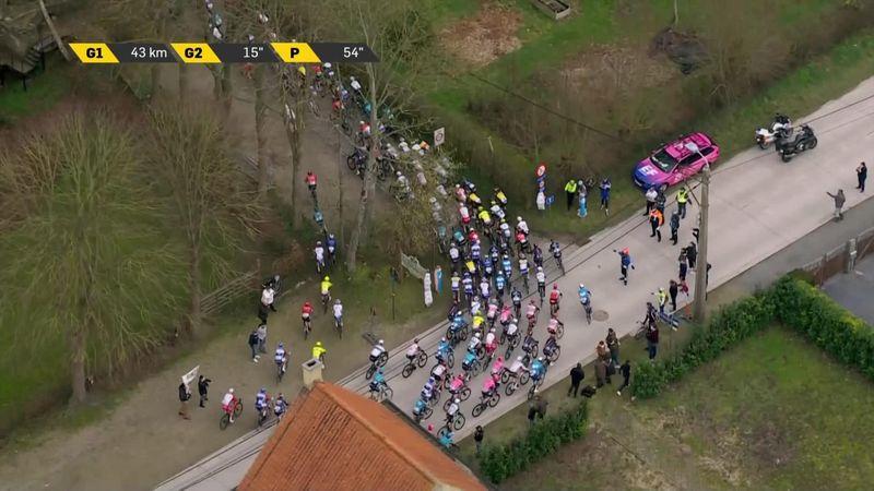 'Cheeky!' - Riders take sneaky shortcut during Omloop