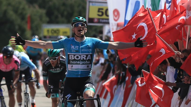 Eurosport News: Bennett doubles up on Stage 2