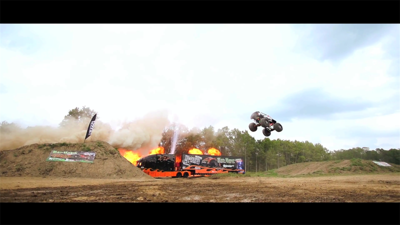 Monster Truck in world record jump