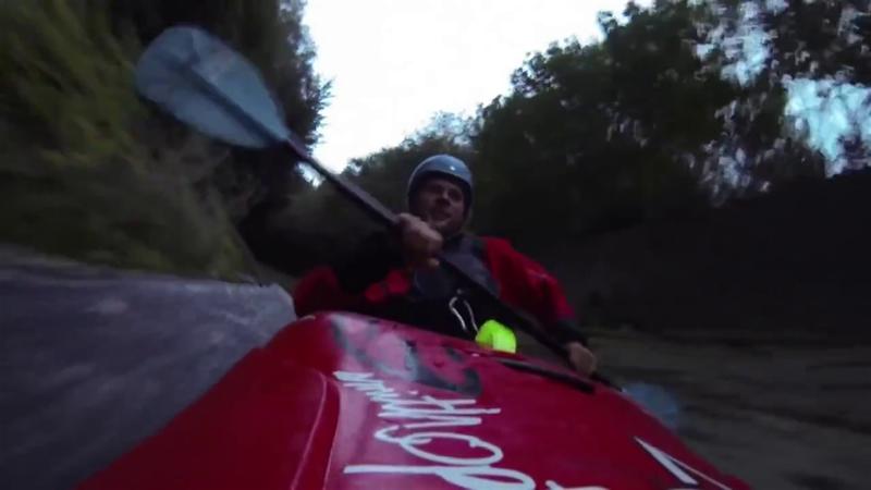Vertiginoso descenso en kayak a 56 km/h