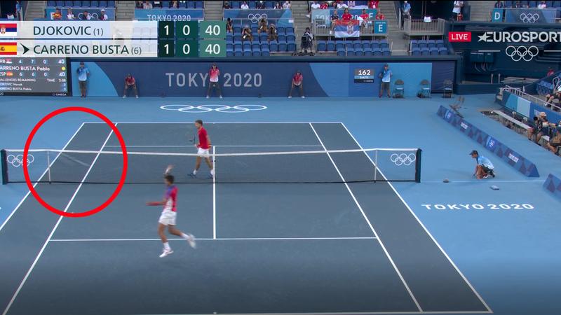 Jó hogy nem voltak nézők: Djokovic a nézőtérig dobta az ütőjét
