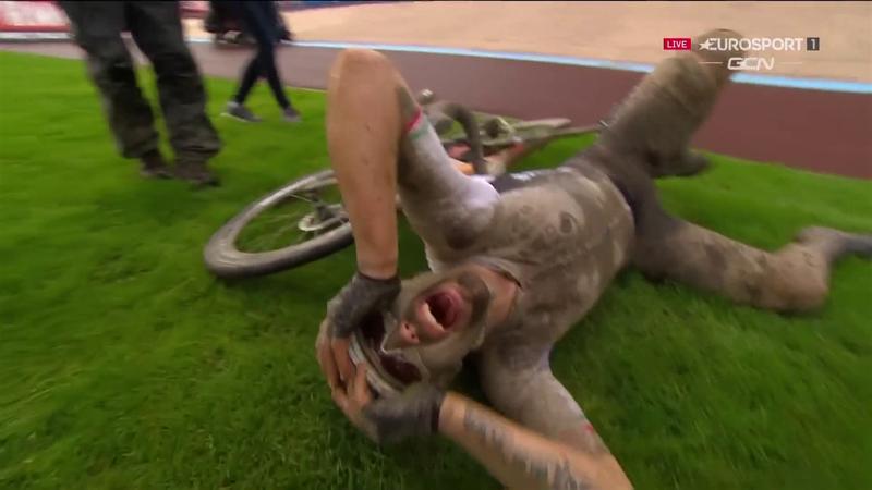 Le lacrime di gioia di Colbrelli dopo il trionfo alla Roubaix