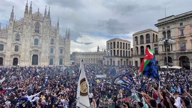 Тысячи фанатов «Интера» шумно отметили долгожданное чемпионство
