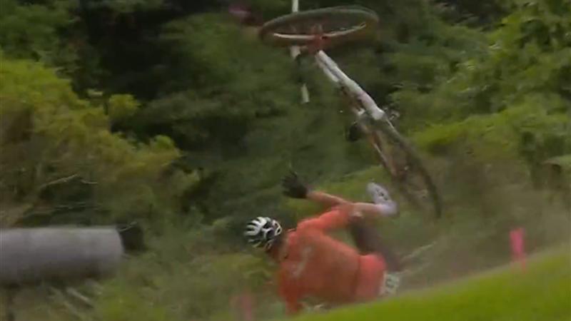 Van Der Poel óriásit bukott a mountain bike versenyen