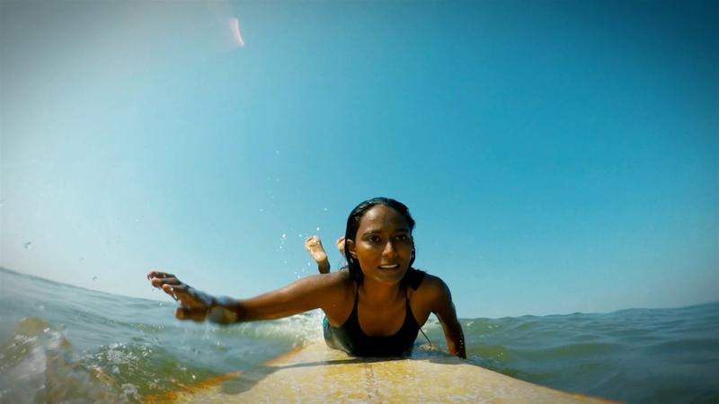 Her Game: Indiens erste professionelle Surferin sorgt für Furore