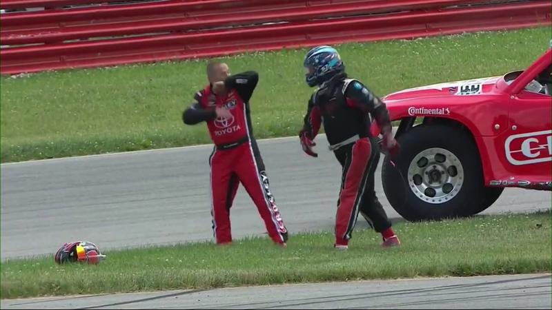 La bochornosa pelea de dos pilotos de Super Trucks: Voló un volante, un casco...