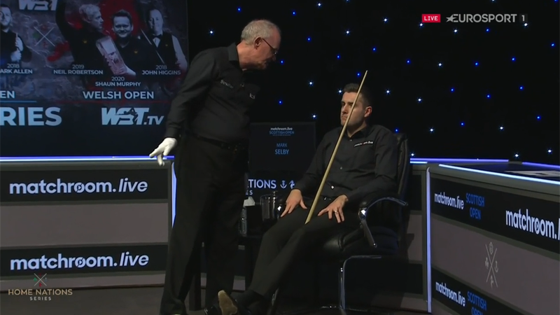 O'Sullivan complains to referee about Selby then misses red