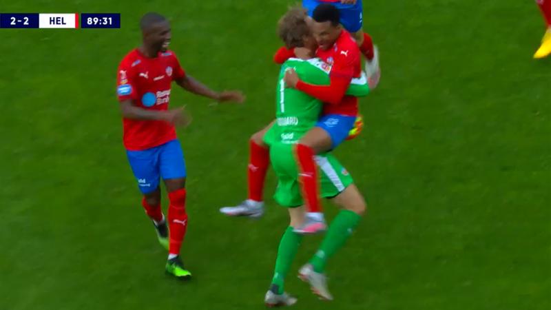 ¡Todo un héroe! El portero Lindegaard anota el empate para el Helsingborgs sobre la bocina