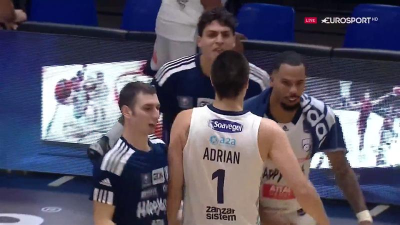 Adrian realizza i due canestri decisivi per Brindisi