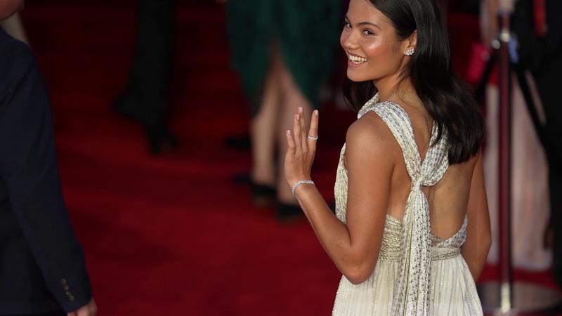 "Raducanu incanta alla ""prima"" di 007: il red carpet di Emma"