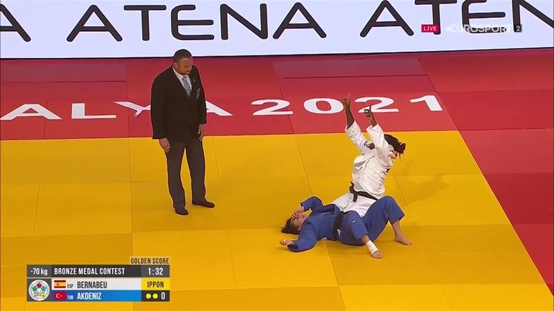 María Bernabéu se hace brillantemente con el bronce en Antalya