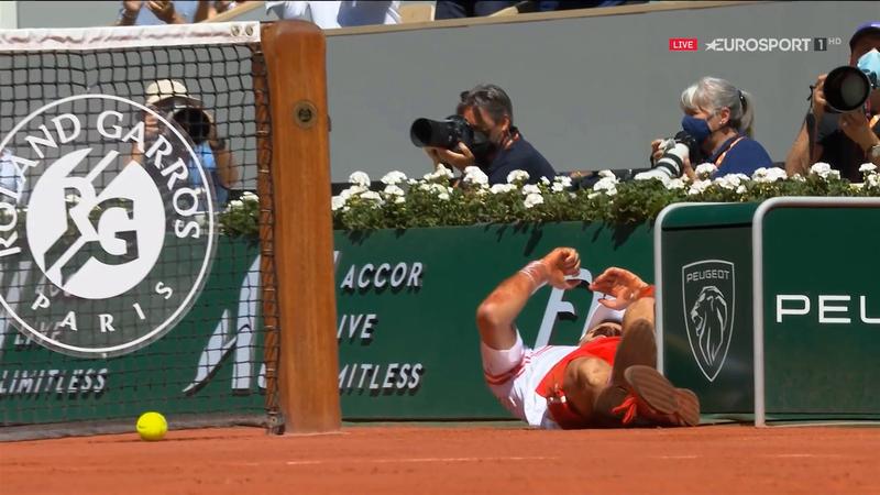 Sperietură mare pentru Djokovic în finala de la Roland Garros! Nole, la pământ, după ce a căzut