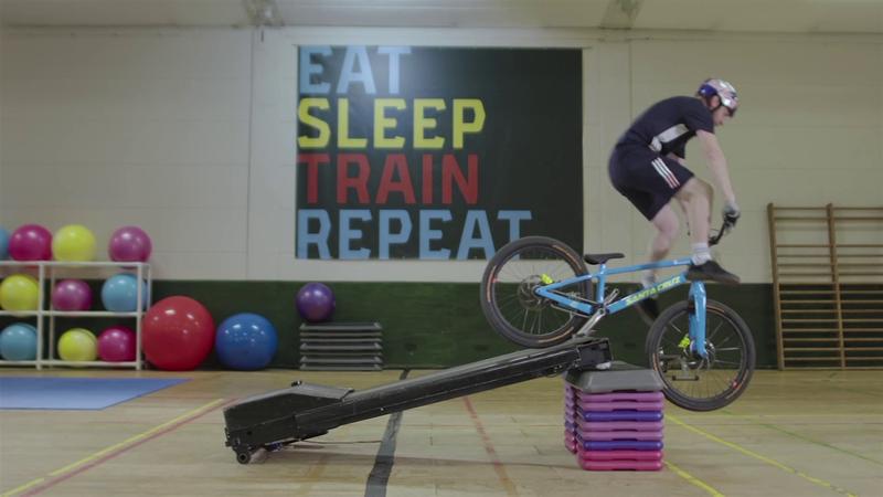 Come ci si allena per il Freestyle BMX? Danny Mills ci prova... Ma quanto è dura